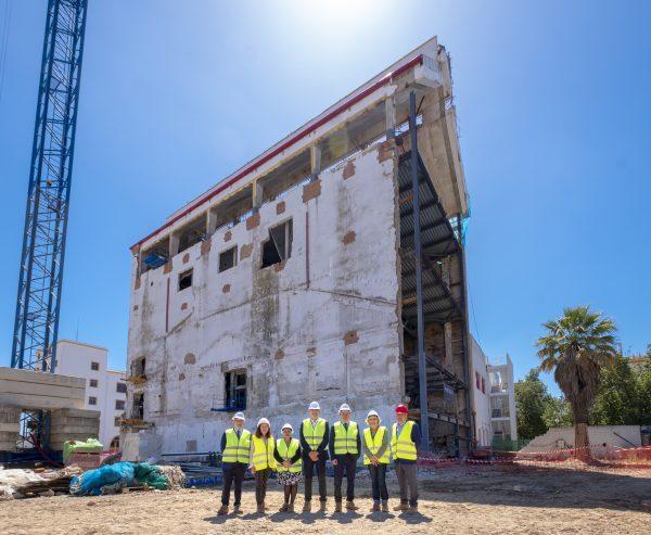 Alcalde Sevilla visita Fábrica Obras